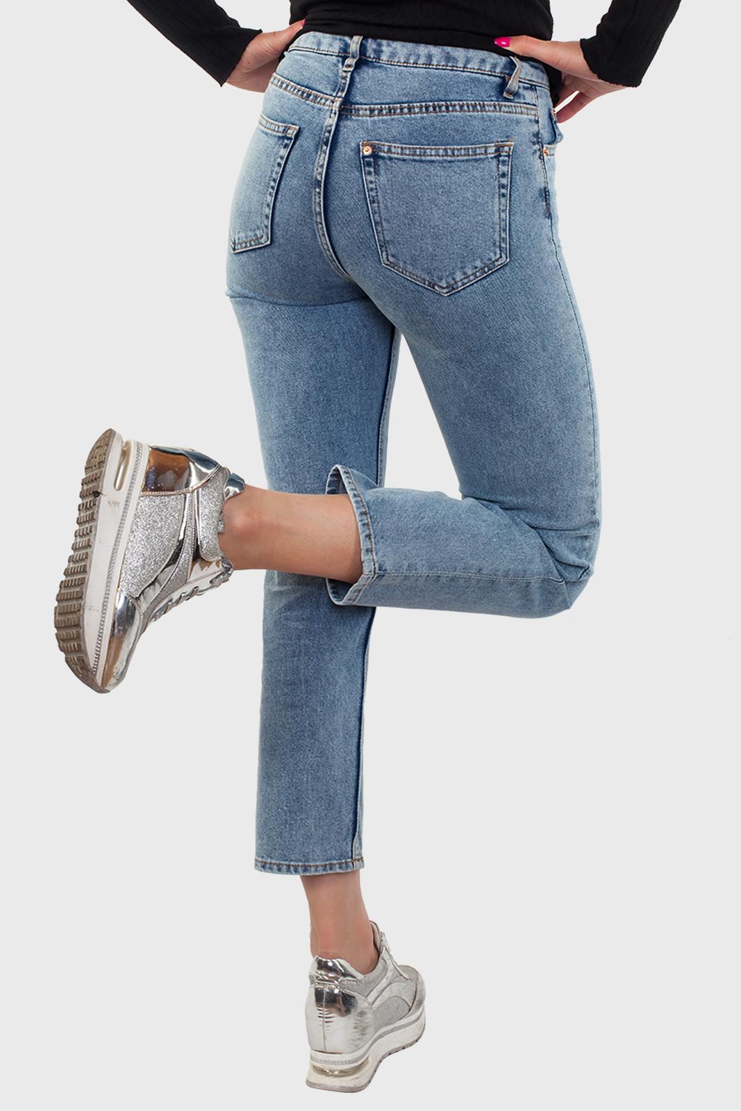 Укороченные женские джинсы по доступной цене