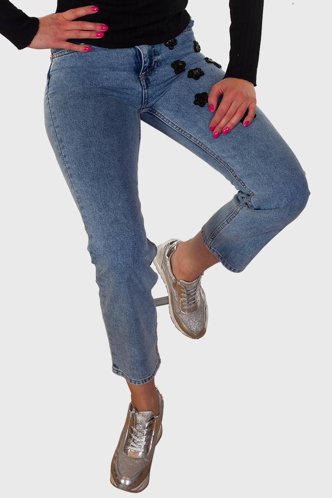 Укороченные женские джинсы - стильные и практичные