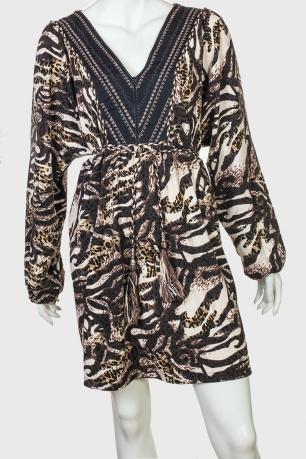 Ультрамодное платье с большим вырезом от NoName