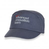 Универсальная кепка с надписью.