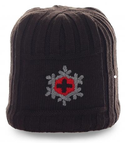 Универсальная неприхотливая шапка с лаконичной вышивкой зимний вариант с флисом