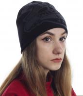 Универсальная шапка для модных девушек - популярная модель черного цвета с неярким принтом. Пора утепляться!