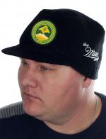 Утепленная стильная шапка с козырьком от Miller