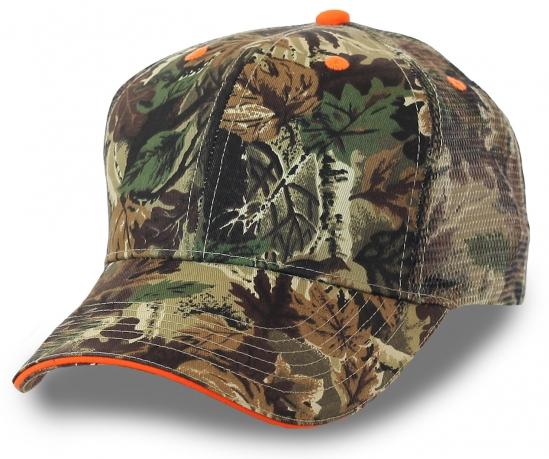 Утилитарная кепка с камуфляжным рисунком листья дуба, клёна, ветви кедра. Никаких полумер! Стань одним целым с окружающей местностью