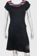 Утонченное черное платье с ярким воротом от EMOTION LADY
