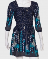 Утонченное приталенное платье с поясом