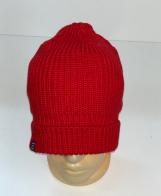 Уютная красная шапка