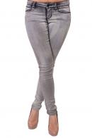 Узенькие женские джинсы в обтяжечку.