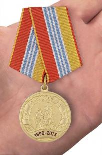 """Ведомственная медаль """"МЧС России 25 лет"""" - вид на ладони"""