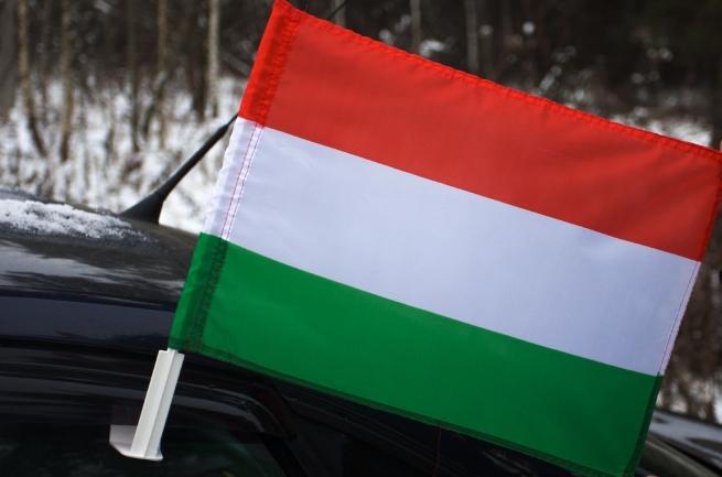 Венгерский флаг на машину