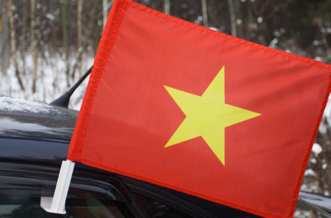 Вьетнамский флаг на машину