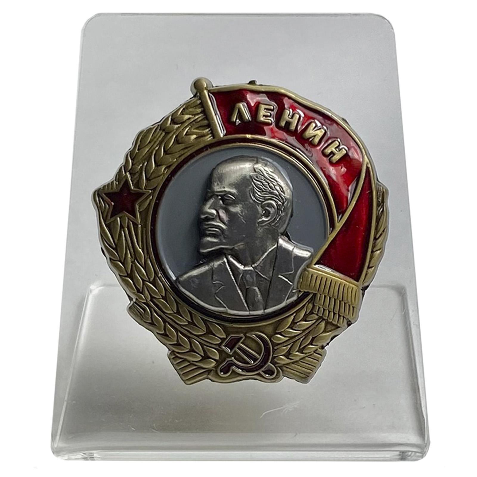 Винтовой орден Ленина на подставке