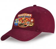 Вишневая кепка Russia из хлопка с авторским принтом «Мишка и матрешки на ярмарке» от Военпро. Мы создаем практичные модели, которые всегда в тренде!