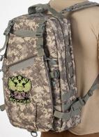 Вместительный камуфляжный рюкзак с нашивкой Герб России