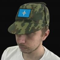 Военная кепка с шевроном МЧС.