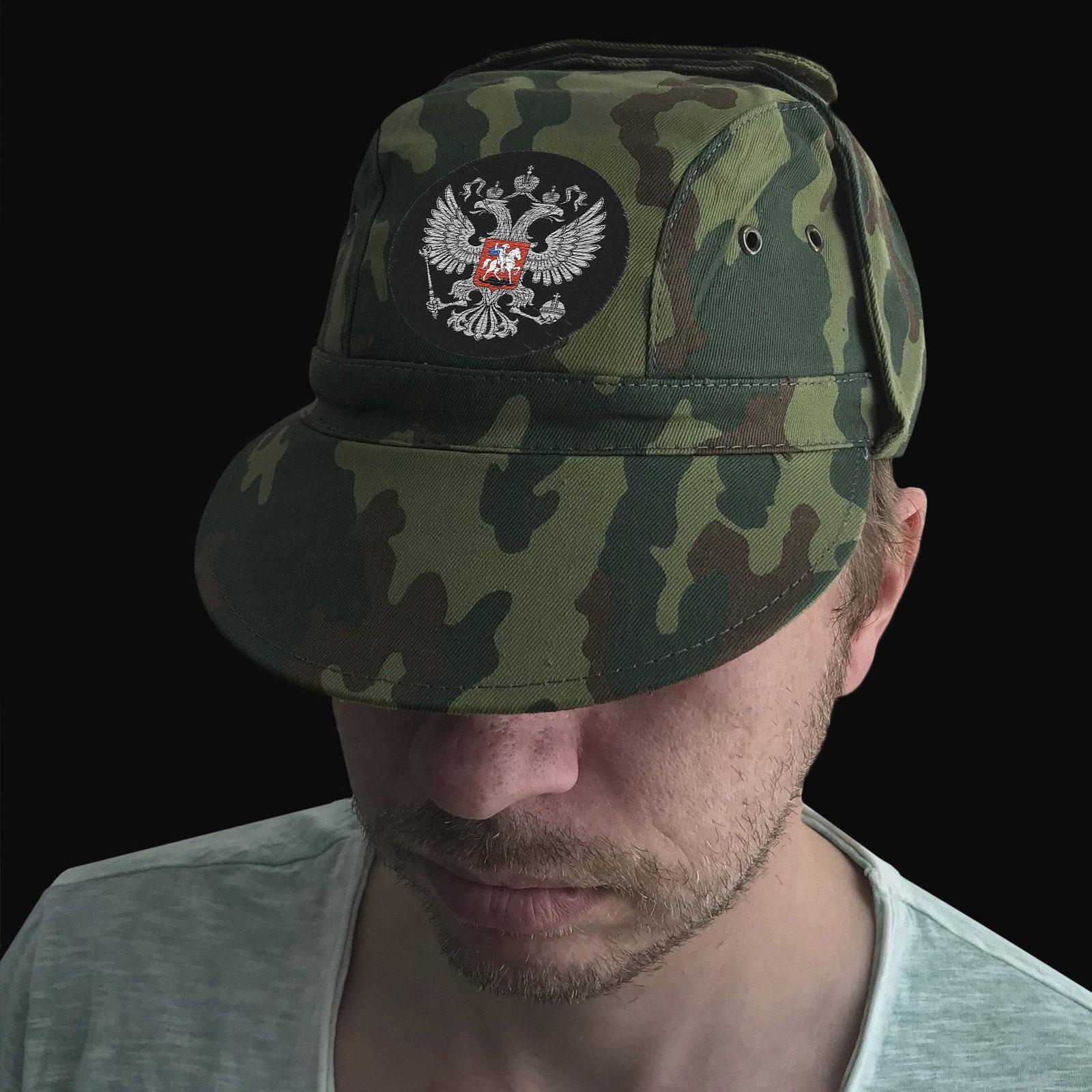 Военная кепка с вышитым гербом РФ