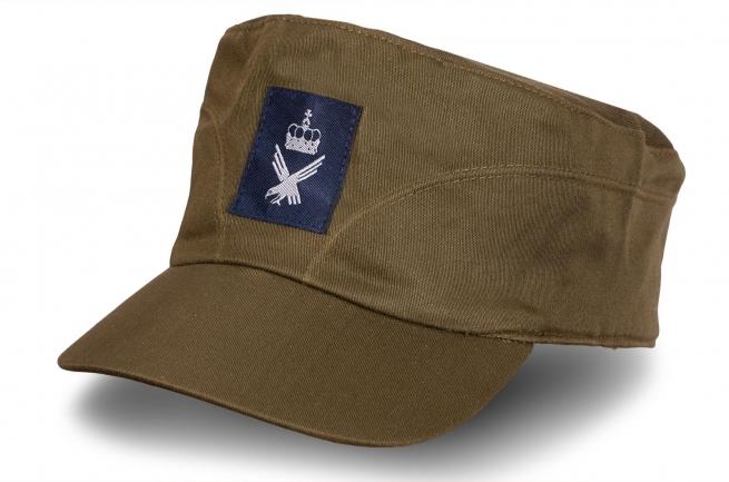 Военная кепка с нашивкой