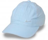 Хлопковая спортивная бейсболка небесно-голубого цвета. Отражает солнечные лучи, подчеркивает скулы, НЕ НАПРЯГАЕТ наляпистым дизайном. Must Have в твоем градеробе!