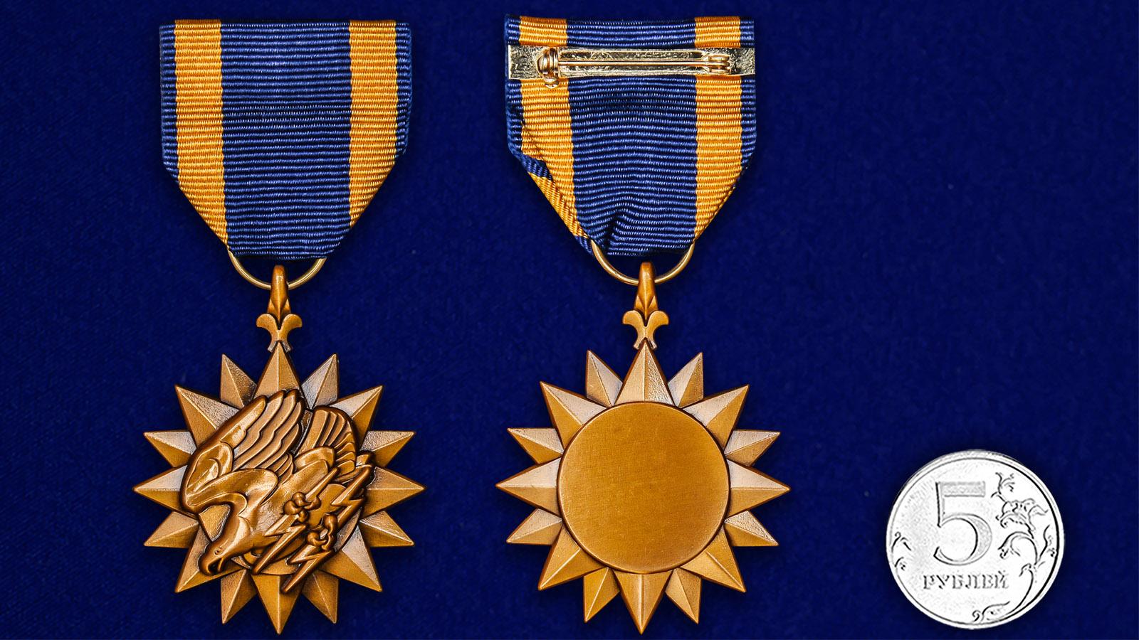 Воздушная медаль США - сравнительный размер