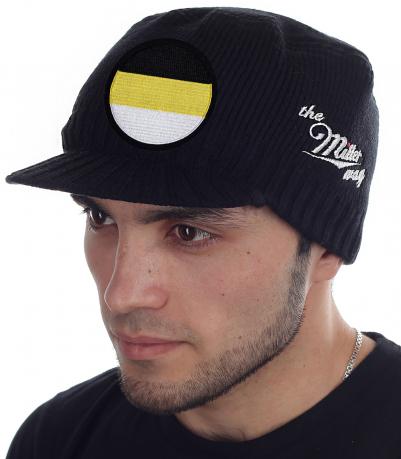 ОГРАНИЧЕННОЕ ПРЕДЛОЖЕНИЕ! Вязаная кепка The Miller Way с гербовым флагом Российской империи. Демократичный casual стиль для мужчин. Удобно, тепло, стильно