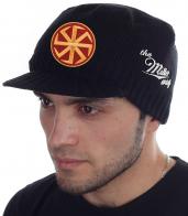 Мужская вязаная кепка the MILLER WAY с мощным славянским символом «Коловрат». Утепляйся, не жертвуя ни стилем, ни имиджем, ни деньгами! Самые низкие цены на брендовые вещи – это мы!