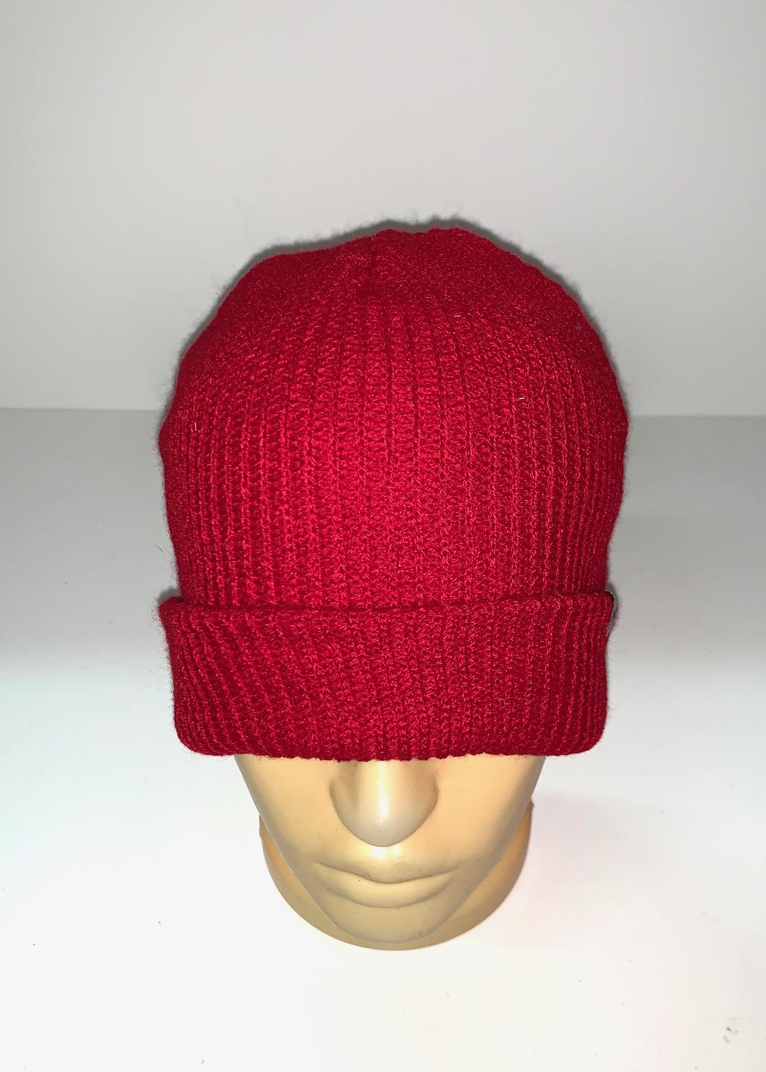 Вязаная красная шапка