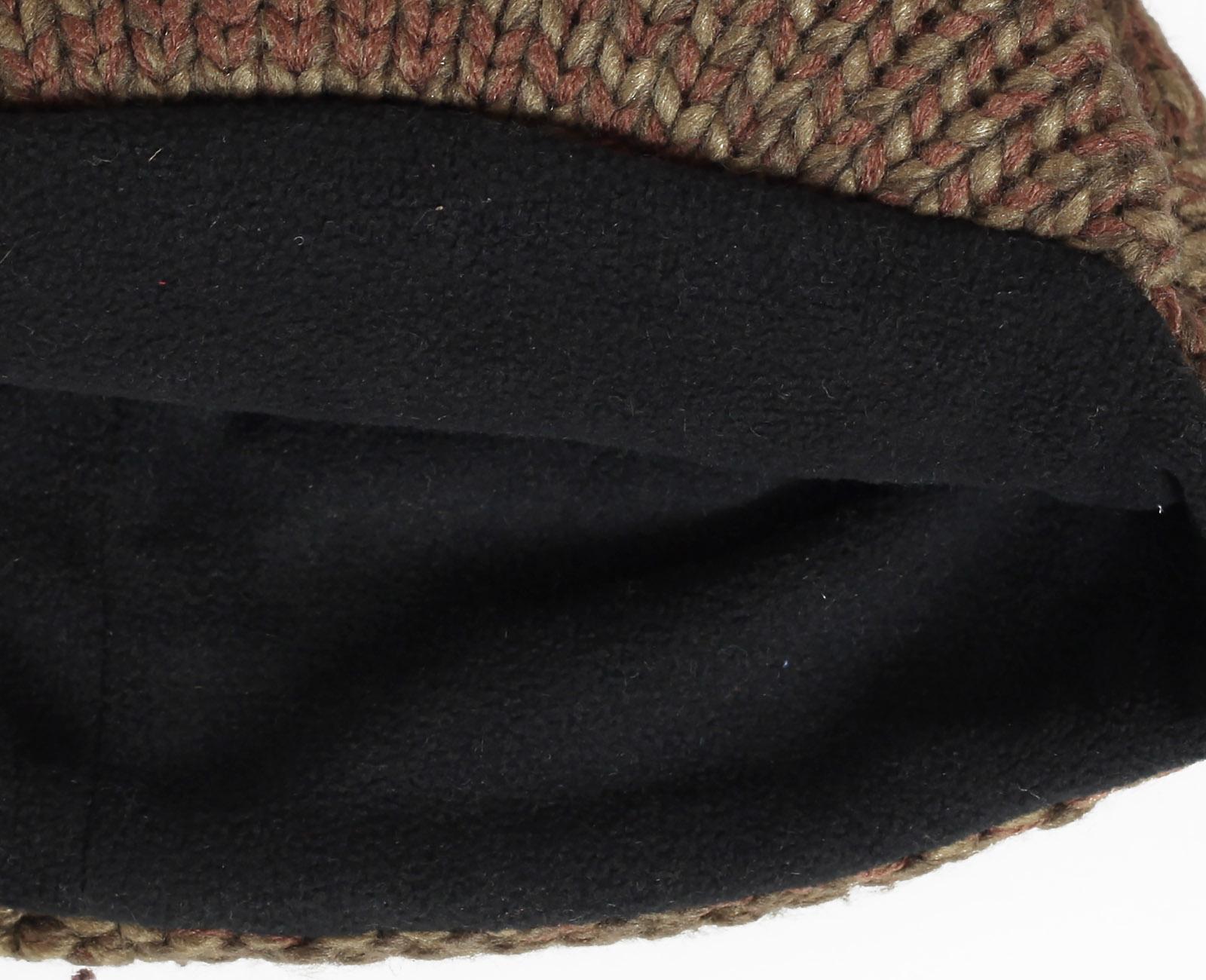 Заказать вязаную меланжевую мужскую шапку с козырьком на флисовой подкладке по лучшей цене