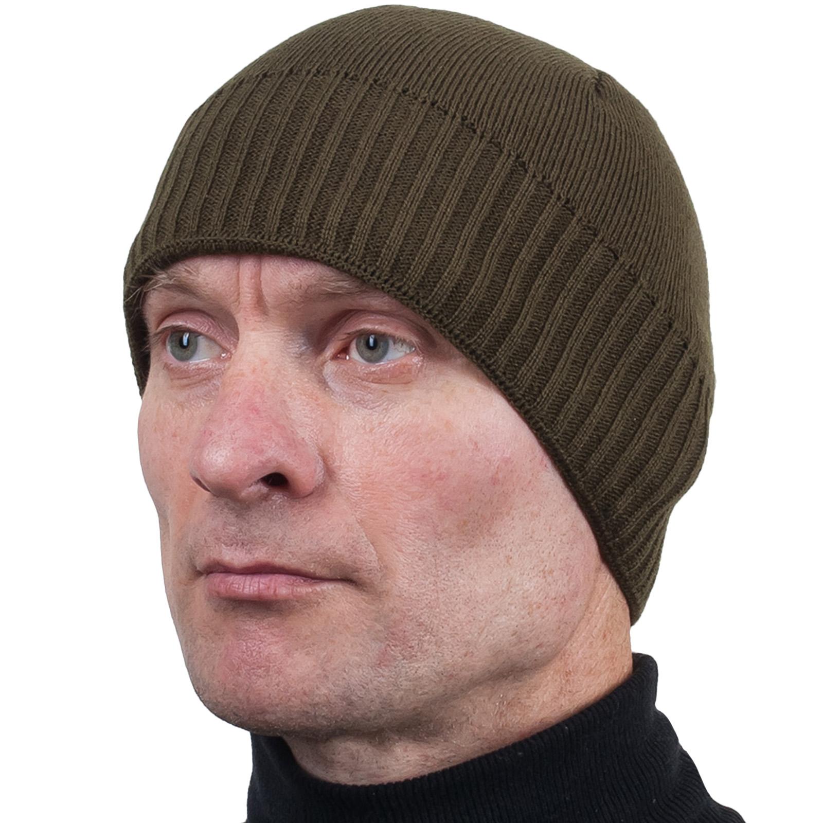Вязаная оливковая мужская шапка