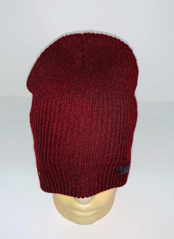 Вязаная темно-красная шапка