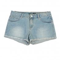 Выбеленные женские джинсовые шорты с бахромой.