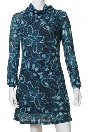 Выразительное облегающее платье цвета волны