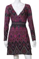 Выразительное платье с акцентным декольте