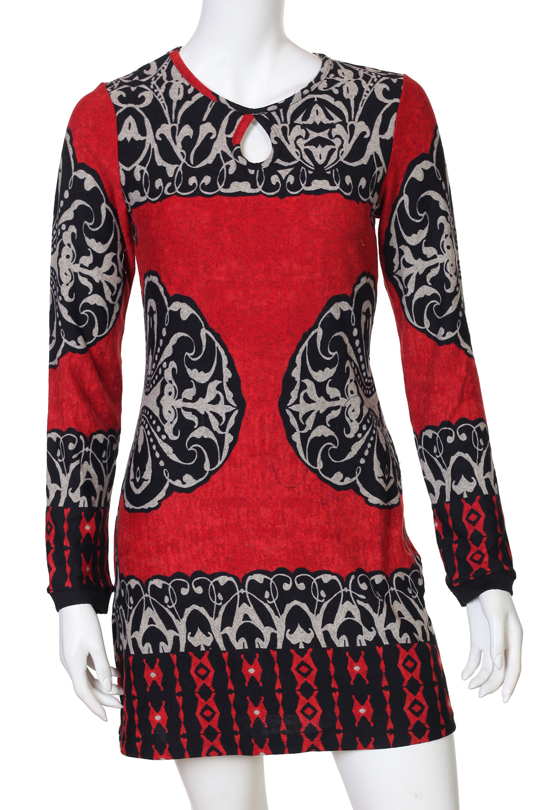 Выразительное яркое платье с интересным вырезом