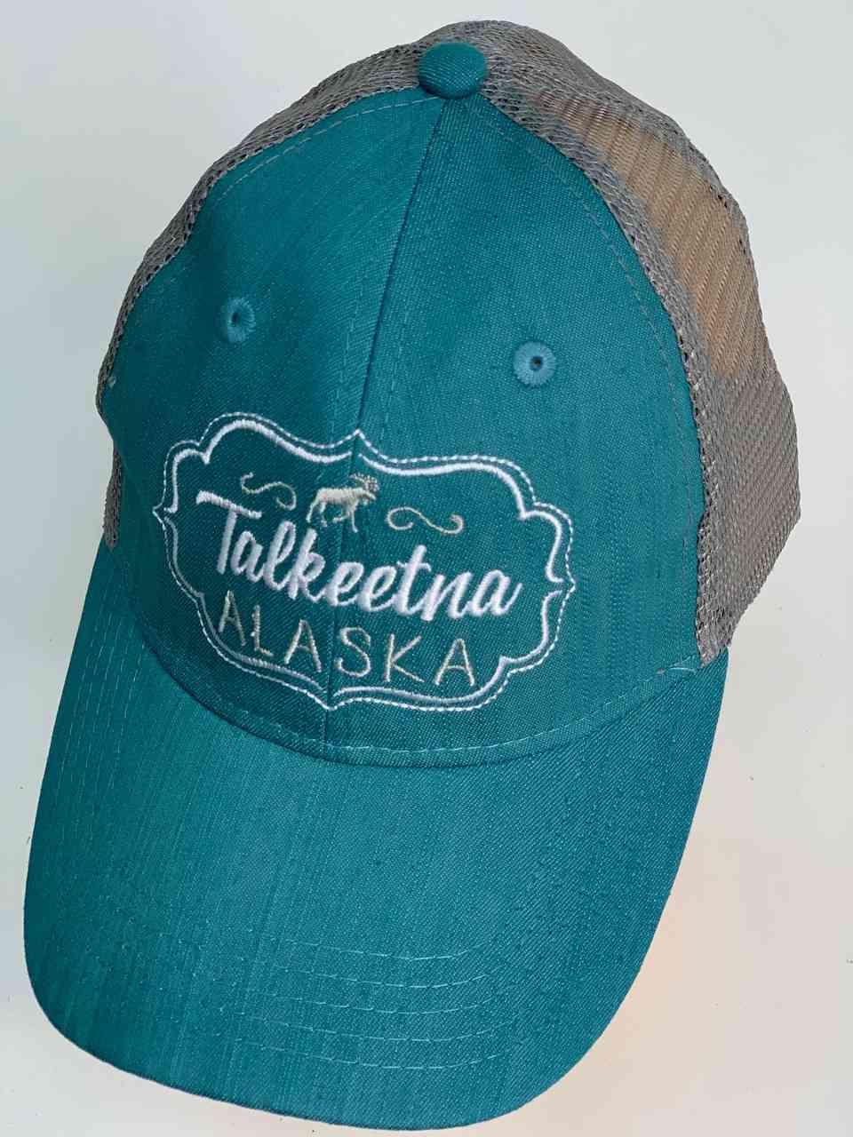 Яркая бейсболка с сеткой Talkeetna Alaska