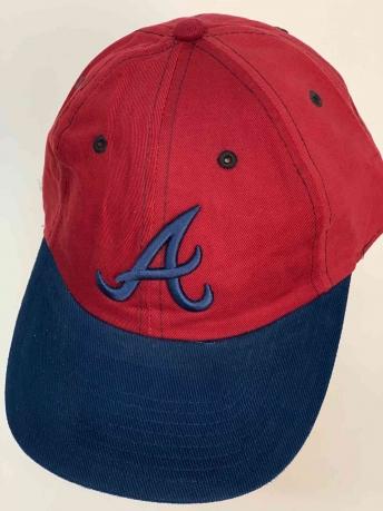 Яркая кепка для фанатов бейсбольной команды Atlanta Braves
