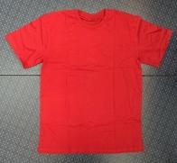 Яркая мужская футболка бордового цвета