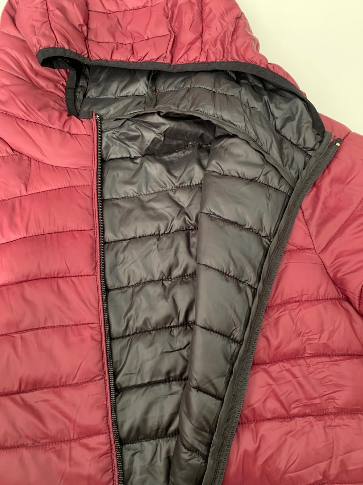 Яркая мужская куртка