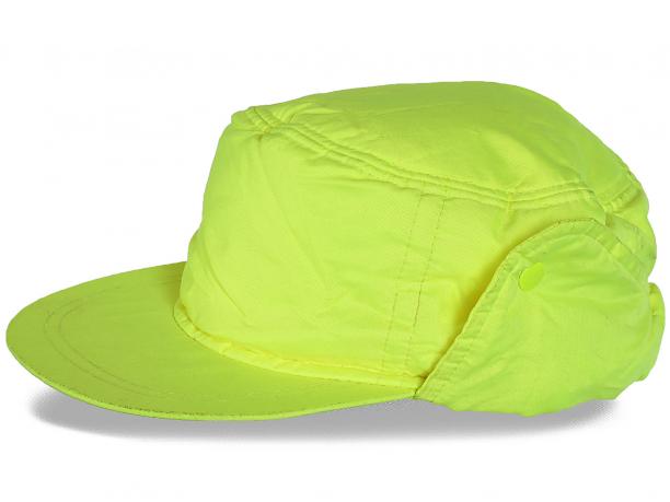 Яркая мужская шапка с козырьком утепленная флисом