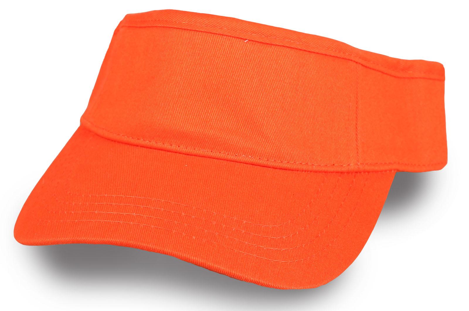 Яркая оранжевая кепка козырек