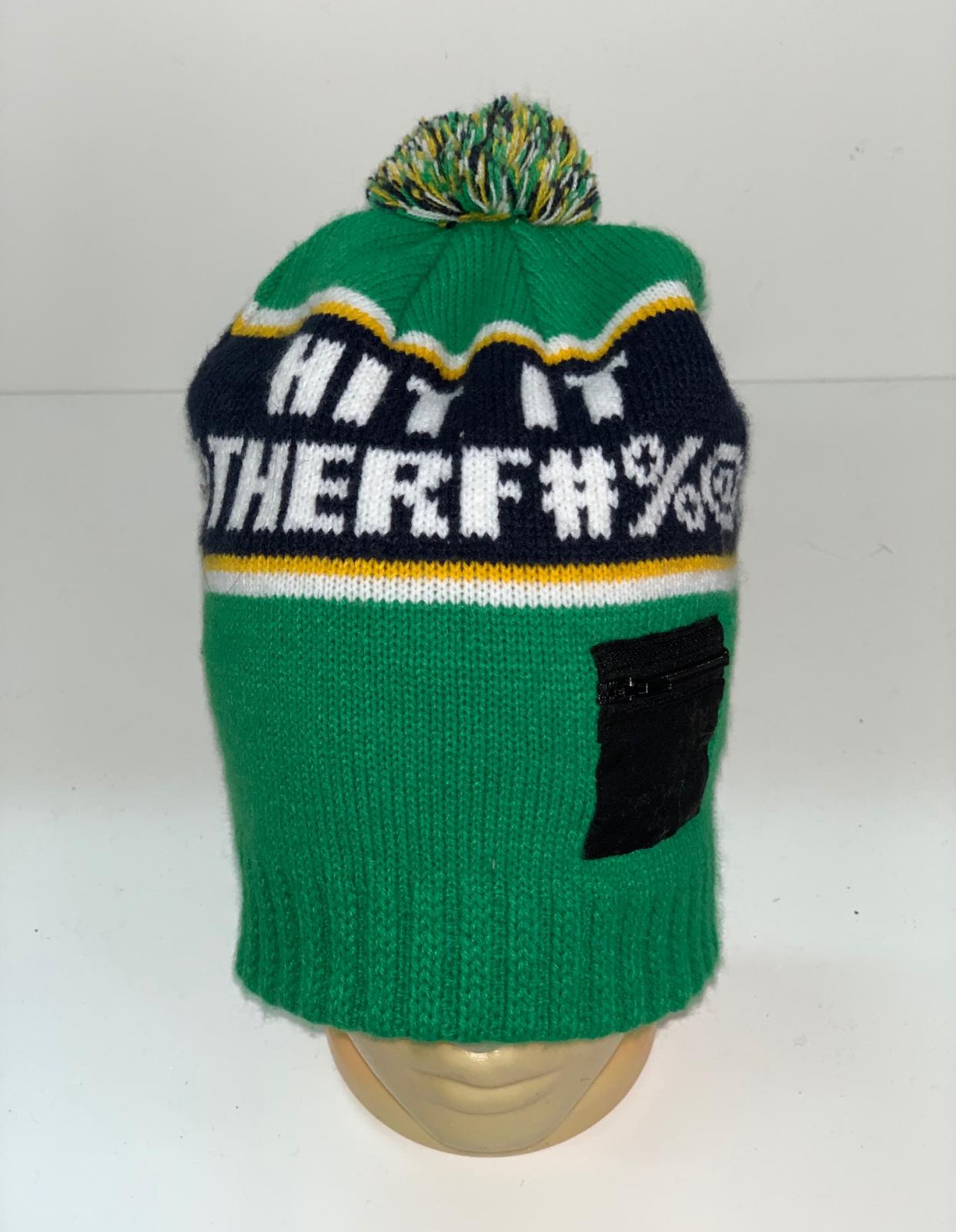 Яркая шапка с цветным помпоном и кармашком