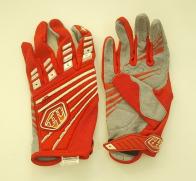 Яркие надежные перчатки от TLD