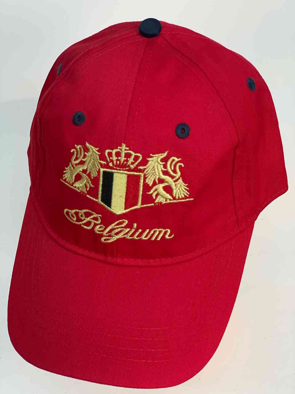 Ярко-красная бейсболка с флагом Бельгии