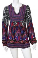 Яркое платье мини-длины с длинным рукавом