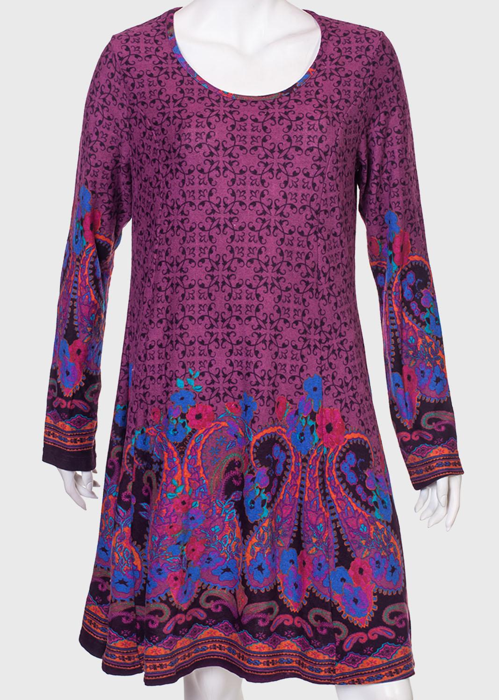 Яркое платье-трапеция с длинным рукавом от Angie