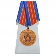 Юбилейная медаль 100 лет МУРу на подставке
