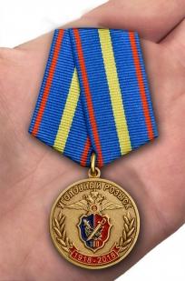 Юбилейная медаль 100 лет Уголовному розыску МВД РФ - вид на ладони
