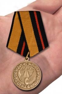 Юбилейная медаль 200 лет Дорожным войскам - вид на ладони