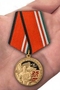 Юбилейная медаль 25 лет Чеченской войне - вид на ладони