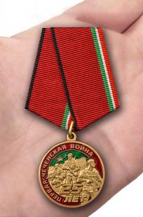 Юбилейная медаль 25 лет Первой Чеченской войны - на ладони