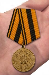 Юбилейная медаль 250 лет Генеральному штабу ВС РФ - вид на ладони